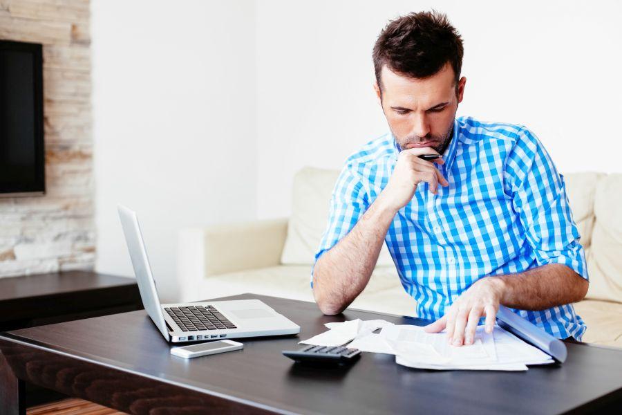 Zaciąganie kolenych pożyczek i kredytów może doprowadzić do spirali zadłużenia